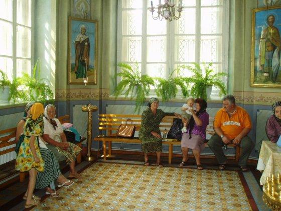 Wierni zgromadzeni w katedrze w miejscowości Comrat.