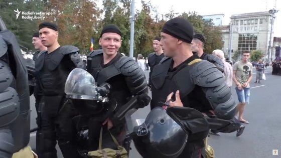 Kiszyniowscy policjanci podczas protestów antyrządowych, rok 2018.