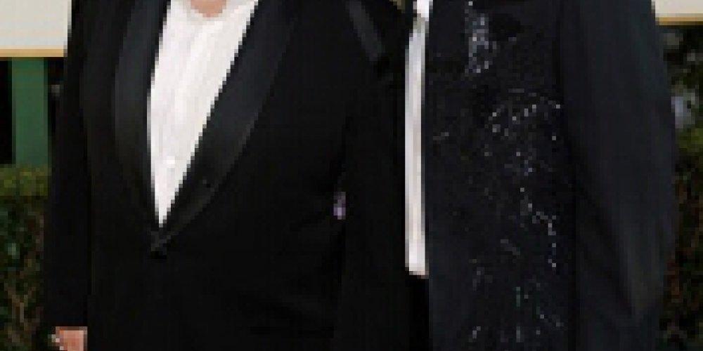 Facet za plecami... Eltona Johna