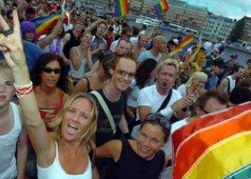 Parady dumy gejowskiej w Amsterdamie i Sztokholmie