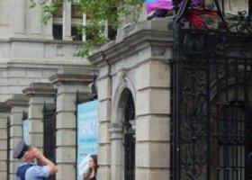 Irlandzcy homoseksualiści przeciw związkom partnerskim. Chcą małżeństw