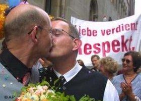 Bawaria wycofuje skargę na małżeństwa homoseksualne
