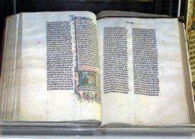 Biblia dzieli studentów