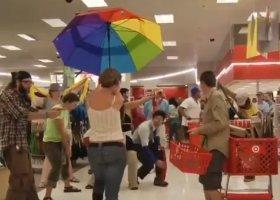 Śpiewy i tańce w centrum handlowym