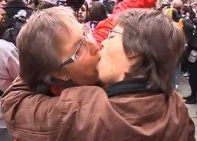 Pocałunkiem w papieża