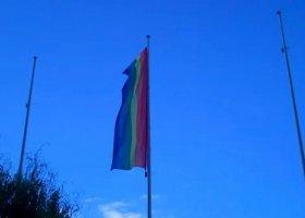 Tęczowa flaga nad Ursynowem