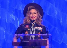 Madonna w stroju skauta i wzruszająca mowa dziennikarza CNN
