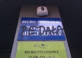 Atak na biuro poselskie Roberta Biedronia