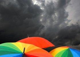 42 proc. Polaków popiera akceptację gejów i lesbijek