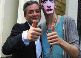 Warszawa: pocałunkiem w homofobię