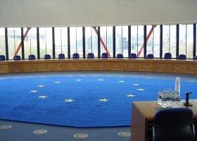 Trybunał w Strasburgu: geje i lesbijki też mają prawo do związków