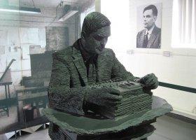 Brytyjska królowa ułaskawiła Alana Turinga