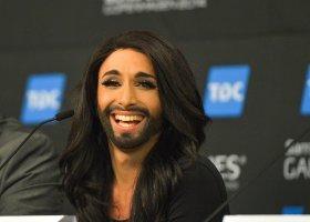Piękna pani z brodą wygrała!