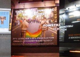 Dyskryminujące plakaty w Warszawie i Poznaniu
