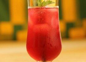 Przepisy: napój z hibiskusa i mięty