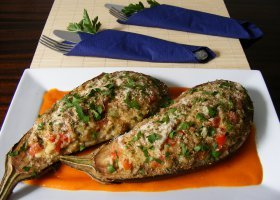 Przepisy: faszerowane bakłażany w paprykowym sosie
