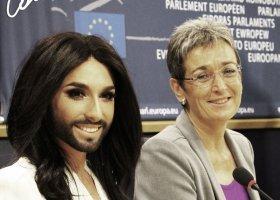 Conchita śpiewa w PE, Hofman: daleko posunięte lewactwo