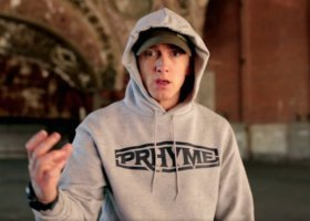 """Eminem """"broniący"""" praw gejów i lesbijek, Clark i We Draw A"""