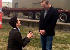 Gejowskie (prawdziwe) zaręczyny w klipie Kelly Clarkson