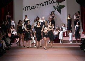 """Dolce & Gabbana zachwycili... """"rodzinnym"""" pokazem"""