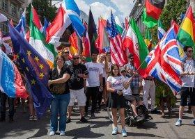 Miliony osób w paradach na całym świecie