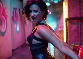 Demi Lovato puszcza oko do les-fanek?