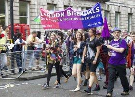 Młodzi Brytyjczycy nie tacy hetero...