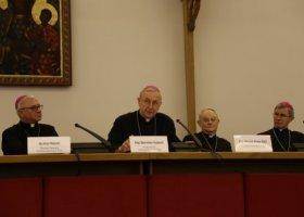 Episkopat ponownie atakuje związki osób tej samej płci
