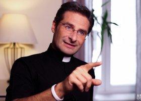 Ksiądz Krzysztof Charamsa: jestem gejem
