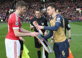 Manchester i Arsenal przeciwko homofobii