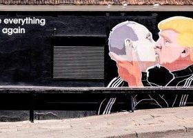 Trump całuje Putina