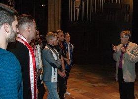 Kandydaci do tytułu Mister Gay Europe z wizytą u... biskupa