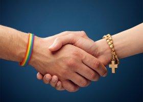 """Krytyka kampanii """"Przekażmy sobie znak pokoju"""" na stronie Episkopatu"""