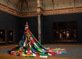Suknia z 72 kawałków