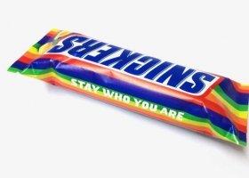 Tęczowy Snickers: bądź zawsze sobą