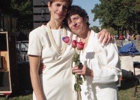 Homofobiczna fundacja pyta Polaków o małżeństwa