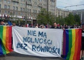 """Rzecznik PO o tęczowej """"prowokacji"""" na Marszu Wolności"""