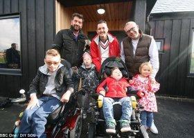 Dwóch ojców, niepełnosprawne dzieci i dom