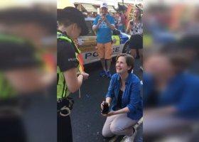 Policyjne zaręczyny w trakcie Pride in London