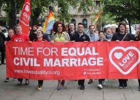 Irlandia Północna: małżeństwa coraz dalej