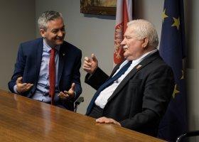 Wałęsa i Biedroń apelują o solidarność