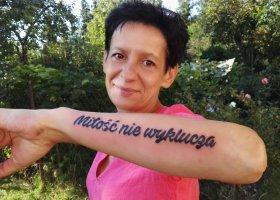 Mama sojuszniczka z tatuażem