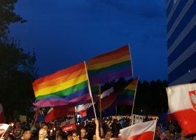 Narodowcy chcieli, by zdjął tęczową flagę, powiedział nie