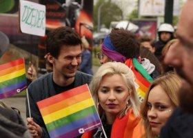 Jak się żyje LGBTA w Polsce? Niepokojące wyniki...