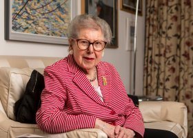 Doradzała premierom, ujawniła się po 90.