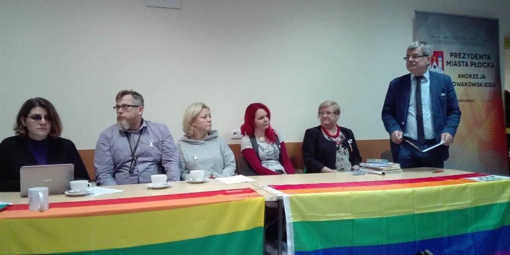 W Płocku rozmawiali o LGBT pod patronatem... Urzędu Miasta!