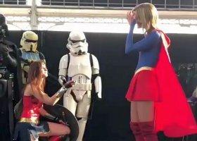Wonder Woman oświadczyła się Supergirl