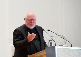 Niemiecki kardynał popiera błogosławieństwa dla par jednopłciowych