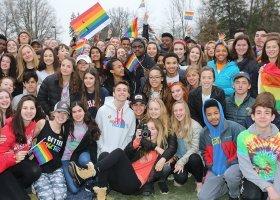 Chcieli oprotestować ucznia geja, wsparła go lokalna społeczność