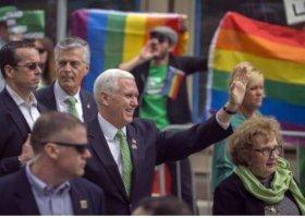 Wiceprezydent USA przywitany... tęczowymi flagami